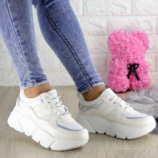 Жіночі білі кросівки Yedi