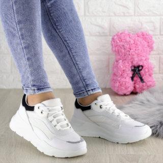 Жіночі білі кросівки Wackey